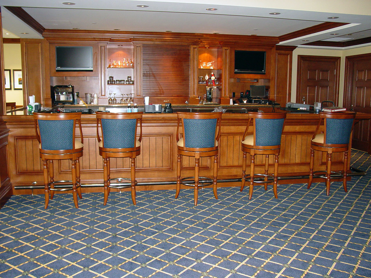 10 Grille Room Bar, i.e. 19th Hole