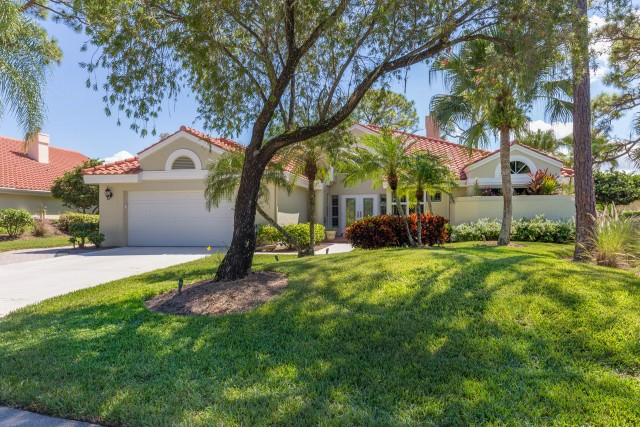 2017 Laurel Oak Lane Palm City FL 34990 Harbour Ridge Yacht & Country Club - 00 House Front